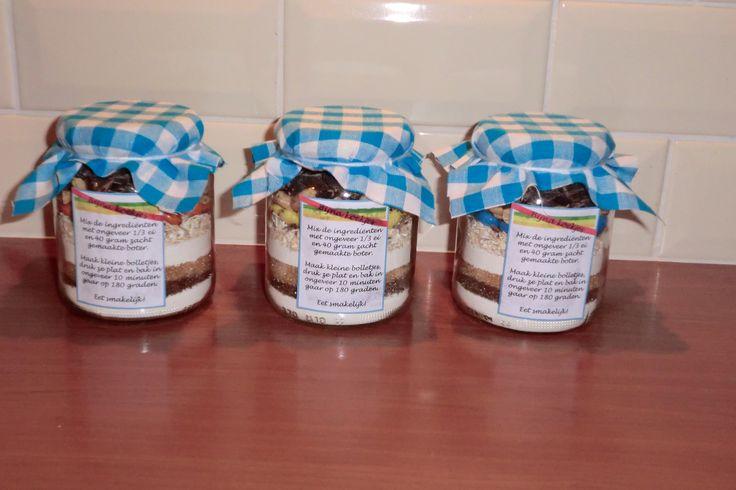 een pot vol koekjes... in het klein! Deze potjes zijn de kleine groente potjes uit de winkel (360 gram). Leuk om te geven, leuk om te krijgen.