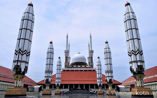 Masjid Agung Jawa Tengah : http://semarangkota.com/semarang-data/tempat-ibadah/masjid-agung-jawa-tengah/