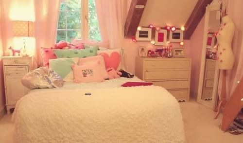 Omg I have the pink heart pillow in the background! I could totally make this work!