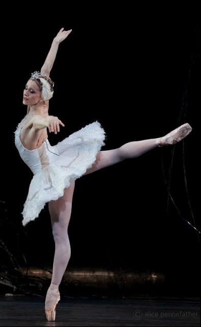 Marianela Núñez in Swan Lake, Royal Ballet, Royal Opera House, February 2015 (Photograph by Alice Pennefather)