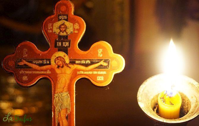 Însemnați-vă cu semnul Sfintei Cruci când mâncați, când ieșiți din casă și la începutul oricărei lucrări – Cuviosul Anatolie de la Optina | La Taifas