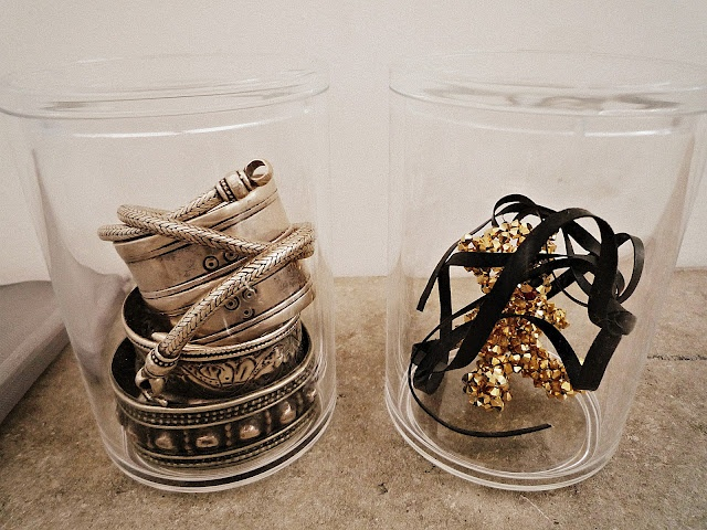 clear containers for bracelets
