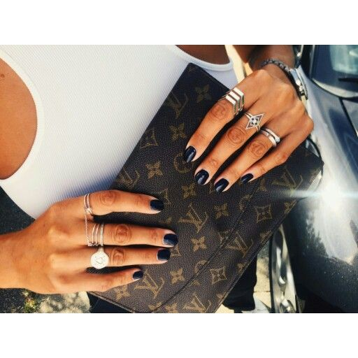 Emilie Lilja - Danish fashion blogger wearing GITTE SOEE Jewellery.  Oculus Ring, Fortis Ring and Senus Ring on her left hand.  See more at www.gittesoee.com  #gittesoee #conscious #jewellery #design #rings #silver #diamonds #luxury #jewelry #fashion #innereye #emilielilja #blogger #Denmark