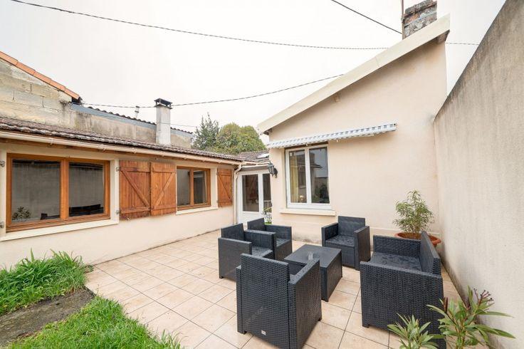 Maison de ville proche des écoles et des transports en commun à Bordeaux Bastide. Plus d'informations —> www.infika.com