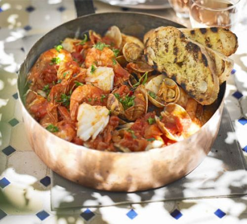 Mediterranean fish stew with garlic toasts