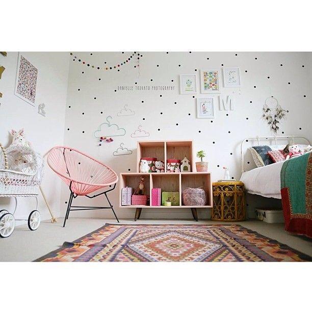 Kid's room, chambre enfant fille fauteuil landau rotin lit fer