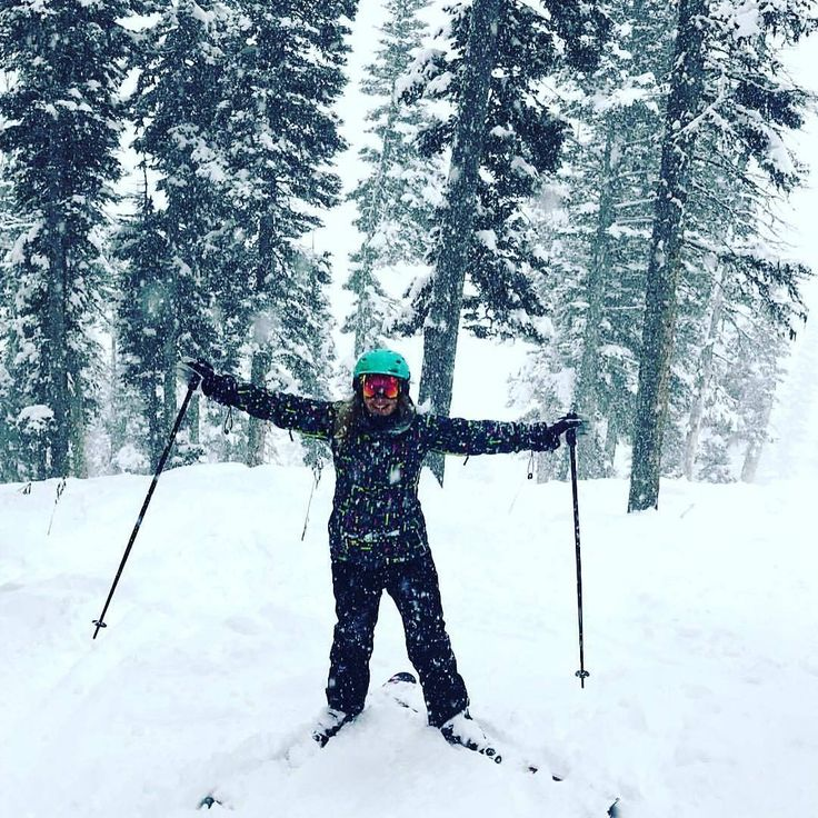 It's my first day of classes and all I can think about is getting back on the mountain! ⛷ *** credit to @africa_alecia  #skiing #bridgerbowl #mountains #shred #love #exploring #living #winteriscoming #coldhands #fahrenheit #fahrenheitai #warmgloves #warmsocks #heatedgloves #heatedsocks #wintersports #gotomountains #mountains #mountainlovers #powdertothepeople #ice #ski #skiing #skating #climbing #playoutside #ice #freeski #health #wildspirit