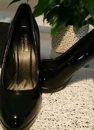 À vendre sur #vintedfrance ! http://www.vinted.fr/chaussures-femmes/escarpins-and-talons/25909900-escarpins-noir-vernis