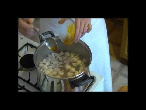 Przepis Video na tajską zupę tom yum kung. Zupa Tom Yum to tradycyjna tajska zupa znana na całym świecie. Mówi się na nią zupa kwaśno-ostra