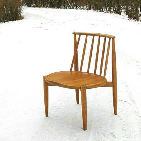 Oak chair designed by Bendt Winge and made by Aase furniture factory. Norway. 1950s  #retro #vintage #stol #vintagechair #designchairs #designstol #pinnestol #bendtwinge #aasemøbler #1950s #kjøkkenstoler #eik #oakchair #interiør #møbler #skandinaviskvintage #nordiskdesign #nordicvintage #loppis #loppem #loppefund #loppisfynd #gjenbruk #genbrug #interiordesign #coolchair #norge #norway #norskdesign #norskemøbler