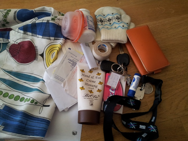 DIXIE COMPETITION / Annika's bag! Do you want to win the Ebony bag by Dixie? Simply email a photo of the contents of your bag to: naw@boozt.com...and if you want to know more about the competition, click here >> http://blog.boozt.com/2012/new-dixie-competition/
