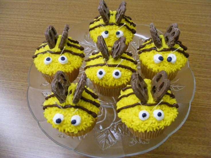 Bumble bee cupcakes with chocolate pretzel wings