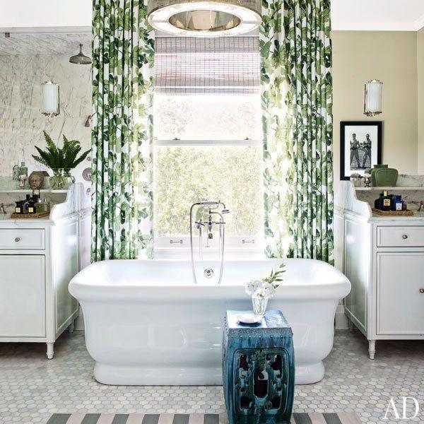 Отдельностоящая ванна Knief Aqua Plus Retro - такую красоту в угол не поставишь! Хочется и полог повесить повесить, и классическими пейзажами облагородить пространство вокруг, и ещё какие-нибудь дизайнерские подвиги совершить. http://santehnika-tut.ru/vanny/  #санузел #плитка #сантехника
