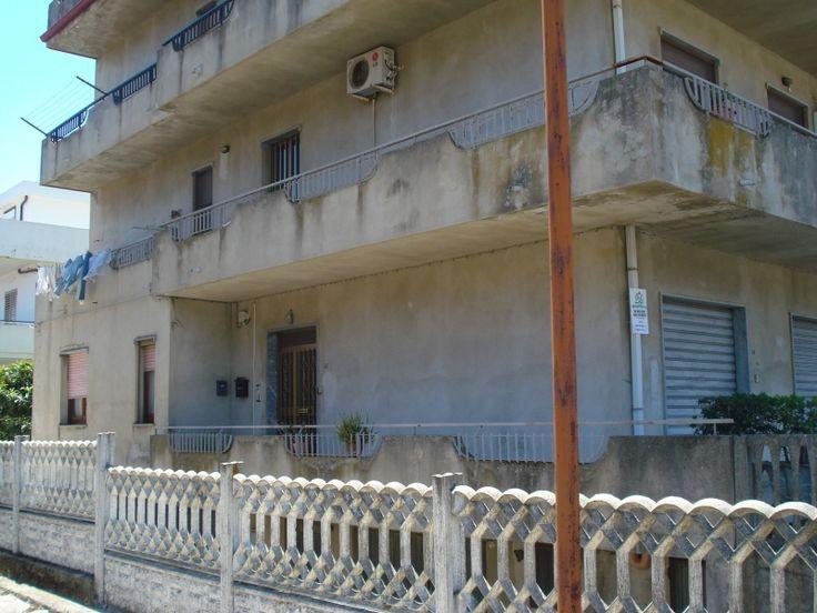 As Immobiliare  VENDE - APPARTAMENTO  MONTEPAONE LIDO via C. Marcello, vendesi appartamento di mq 50 posto al piano terra, composto da ingresso sala da pranzo con angolo cottura, camera, ripostiglio, bagno, balconcino.  APE: G  (Rif. 541)  #PolePosition #PolePositionCZ #PolePositionCatanzaro #annunci #Catanzaro #Calabria #giornale #giornaleannunci #giornaleannunciCatanzaro #giornaleannunciCalabria #annunciCatanzaro #annunciCalabria #vendo #vendesi #annunciimmobiliari #immobiliCatanzaro…
