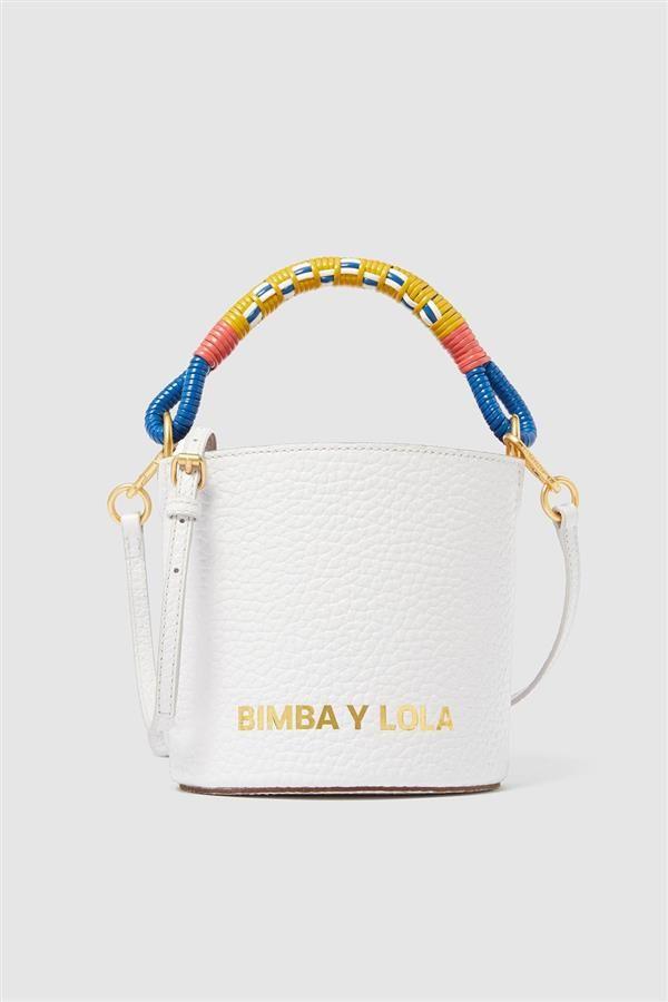 Los bolsos portamóvil (de firmas como Zara y Parfois) son