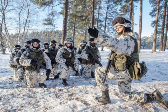 Finnish soldiers wearing the M05 Winter camo