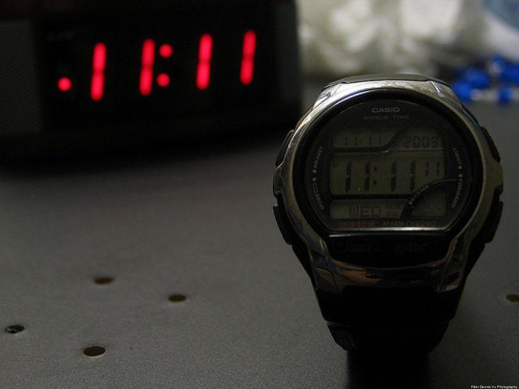 11:11 PIDE UN DESEO Es lo que la gente dice cuando, por alguna razón, sin andarlo buscando o esperando, el reloj les pone esos números en el camino. Por...