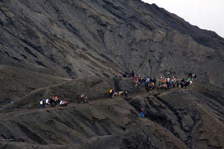 BromoPengunjung Gunung Bromo