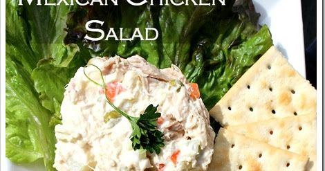 Dos recetas en una. Ensalada de Pollo con verduras y la sopa fría de coditos con crema, y aparte queso amarillo. La favorita en las fiestas infantiles, la cual se sirve acompañada de galletas saladitas o de soda.