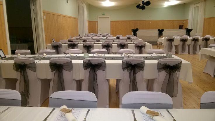 Spandex tuolihupuilla saat juhlapaikkasi näyttämään upealta:) Vuokra hinta 2€/kpl