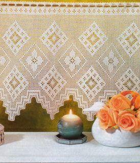 Bellissimo modello di tende all'uncinetto a filet con geometrico a losanghe.
