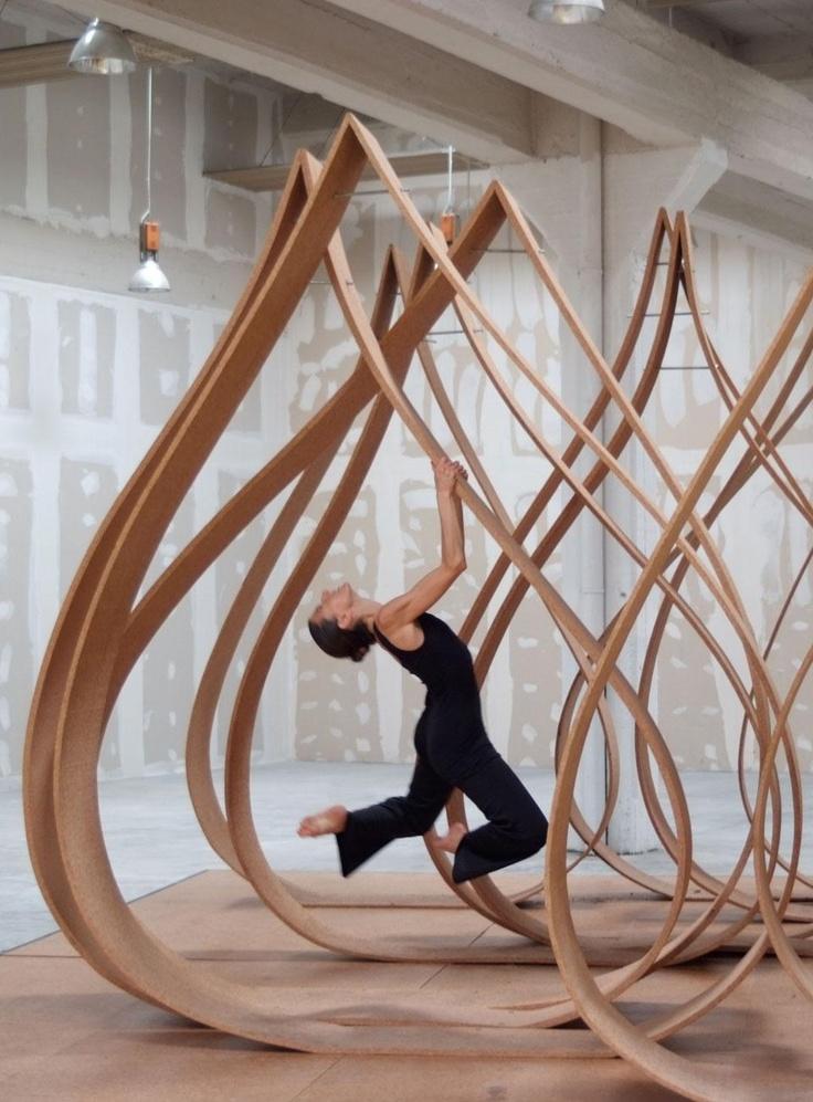 Caterina Tiazzoldi e Eduardo Benamor Duarte,  installazione Onion Pinch con coreografia barocca di Arke Danza