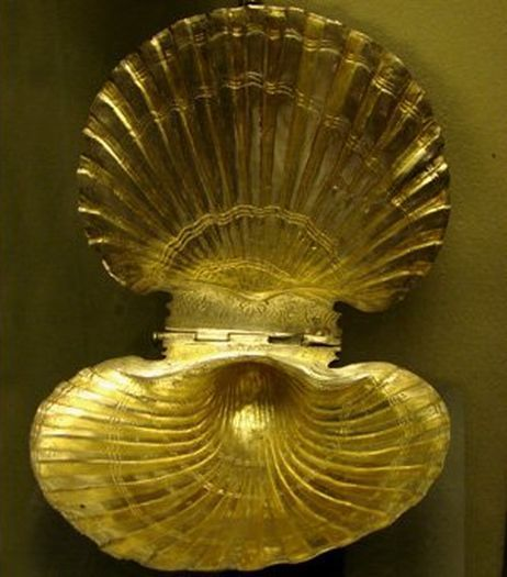 The Valley of Thracian Kings Thracian gold shell