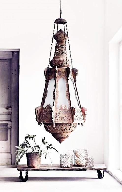= Moroccan pendant and castor wheel bench
