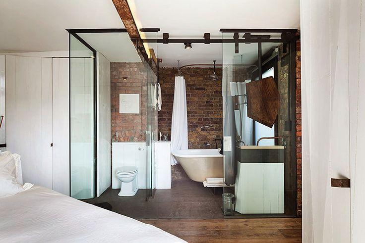 Apartamento masculino com parede de tijolinho