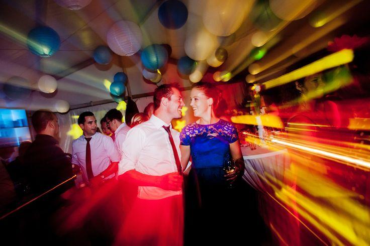 Bruidsfotografie sfeervol trouwfeest trouwfoto Eindhoven. Foto door Marijke Krekels Fotografie