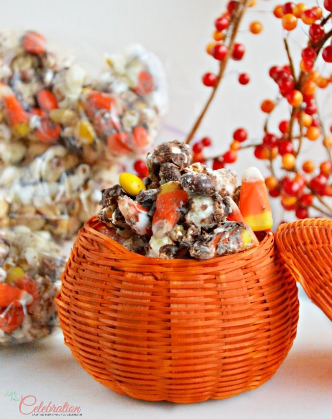 Chocolate & Vanilla Drizzled Fall Popcorn Mix