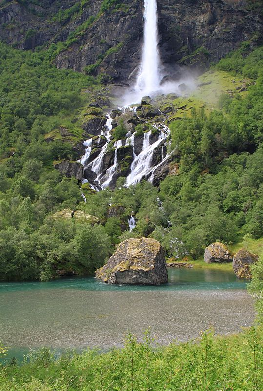 Hardangervidda National Park http://www.galenel.info/travels/norway-2012/img/0_93382_14c28dcd_XL.jpg