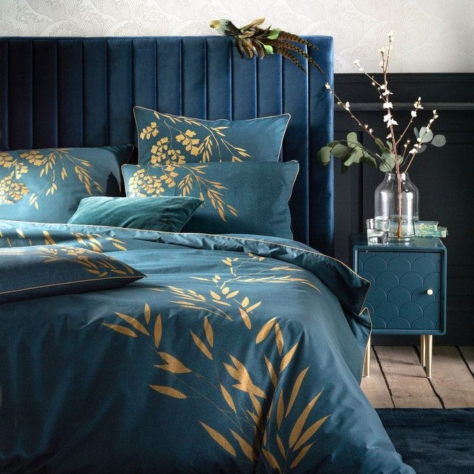 Chambre Camaieu De Bleu Nuance Touche Dore Table De Nuit Chevet Art Deco Motif Ecaille Bleu Canard S Tete De Lit En Velours Housse De Couette Tete De Lit Bleu