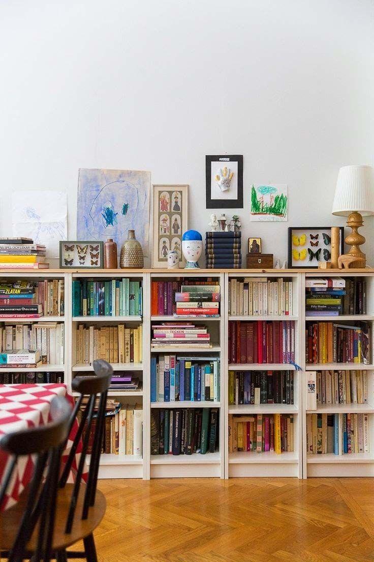 Bücherregal Rehab: 33 Erstaunliche Möglichkeiten, farblich abgestimmte Bücher hinzuzufügen