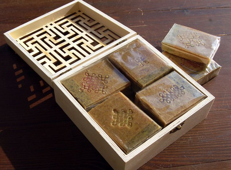 Box intarsio (gift received) with my packed Rangoli Soap series   <2017>