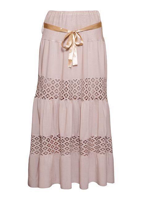 Długa, rozkloszowana spódnica z koronkowymi przeszyciami i atłasowym paskiem.