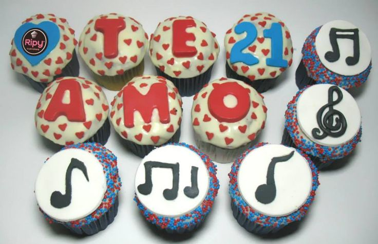 Caja X12 cupcakes.  Contactos Whatsapp : 301 500 63 86 - 301 461 34 58  Correo : ripycupcakes@gmail.com  Twitter : @RiPyCupcakes   PIN : 2A30884C - 2A408233