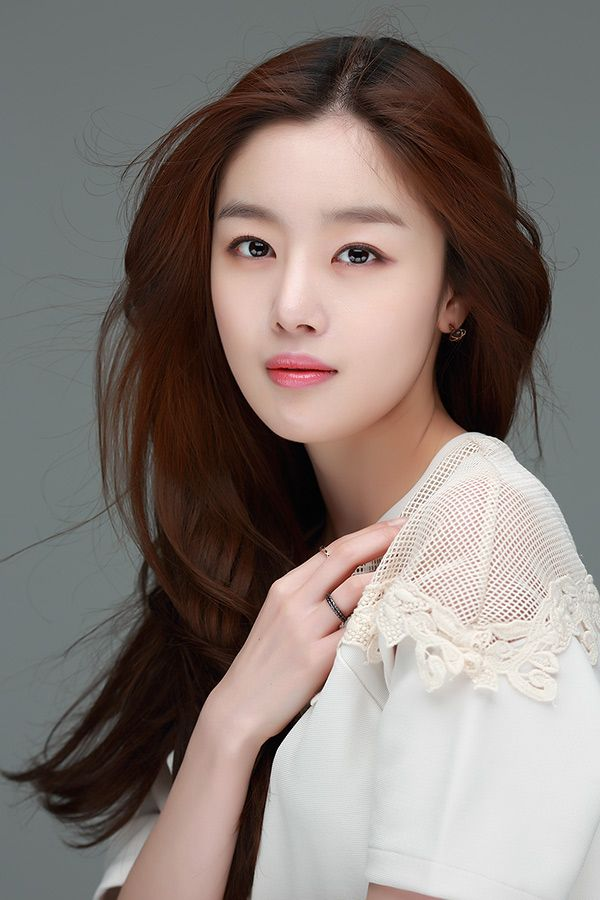 Han Sun Hwa has something special to say to DramaFever fans!