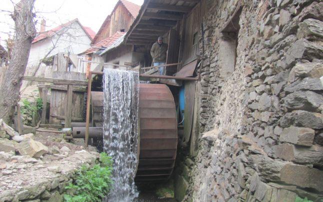 Galeş, satul unde roata morii se-nvârteşte de 130 de ani