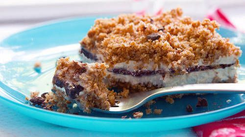 These crowd-pleasing cakes are our best kept secret. Ice cream plus crunchy, crumbly layers of granola; theyre super easy and unbelievably delicious. Now you know!