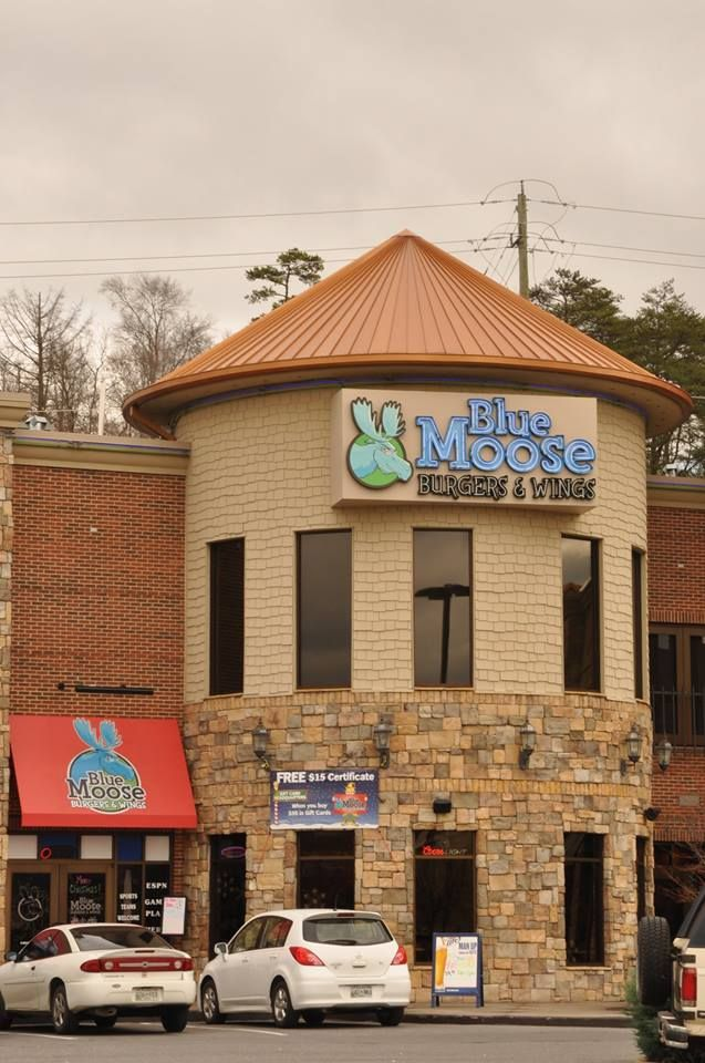 Blue moose burgers and wings is pigeon forge 39 s only family for Deals cabins gatlinburg tn
