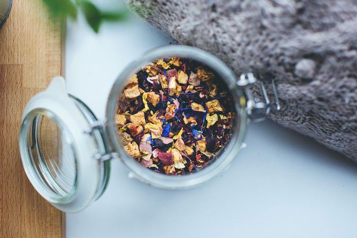 Één van de best ruikende en smakende Theeën. Ook geweldig voor de gezondheid!    Soort: Zwart Thee: Hawaiian Blossem Oorsprong: Zuid-India & Ceylon Ingrediënten: Zwarte Thee, Bloesems van zonnebloem, kaasjeskruid, jasmijn en rozen.  Tip: Goed alternatief voor koffie.     Repost  Like  Share   #thee #tea #Hawaiianblossem #gezondheid #gezond #teatime #dieet #theetijd #noenthee