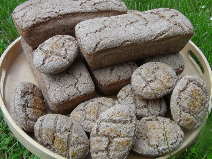 To nejsou kameny na skalku. Je to zásoba celozrnného žitného pečiva TOP kvality :-) www.varilamysicka.cz