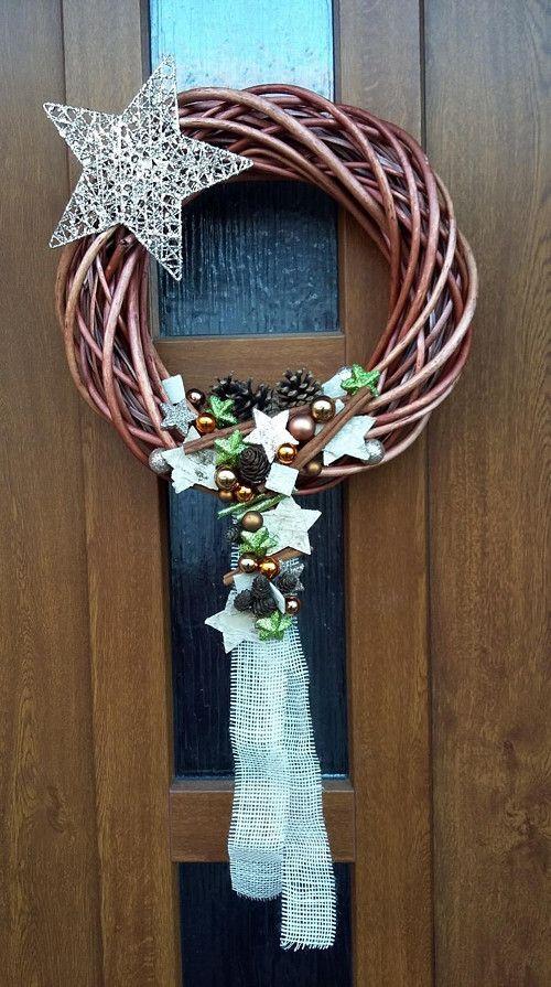 Vánoční věnec na dveře.. pod měděnou hvězdou