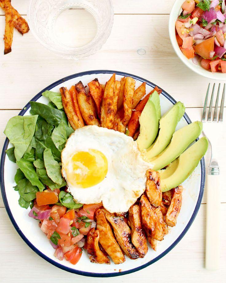 Mexican Super Bowl Paleo Recipe #paleo #lunch #recipes http://greatist.com/eat/paleo-lunch-recipes