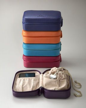 Ivy Travel Organizer - keep all your electronic chargers and cords in this chic case while traveling #traveltip #luggage