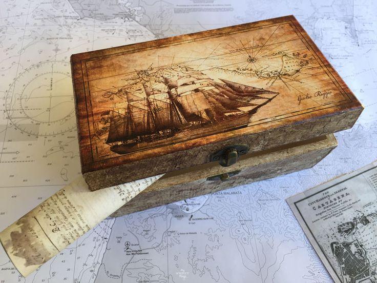 Caja náutica DIY para un enamorado del mar usando la técnica del decoupage, es un regalo hecho a mano fantástico   Via www.sweethings.net