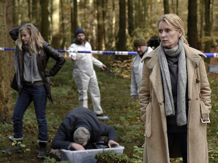 """Im """"Tatort: Der Fall Holdt"""" muss Kommissarin Charlotte Lindholm einen Entführungsfall lösen, obwohl sie in einer Krise steckt. Lohnt sich das Einschalten? Hier gibt's die Antwort. Im """"Tatort: Der Fall Holdt"""" (5.11., 20:15 Uhr, das Erste) wird es für Kommissarin..."""