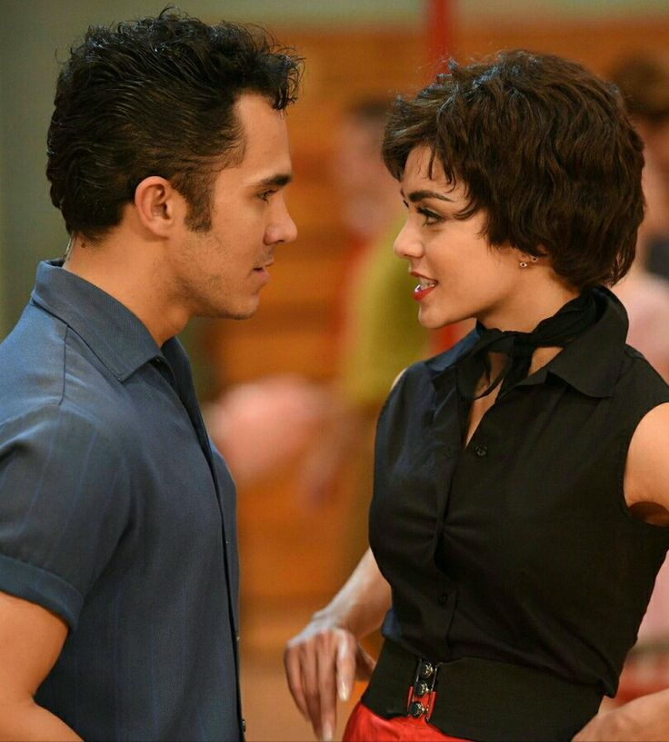 Kiniki and Rizzo from Grease Live