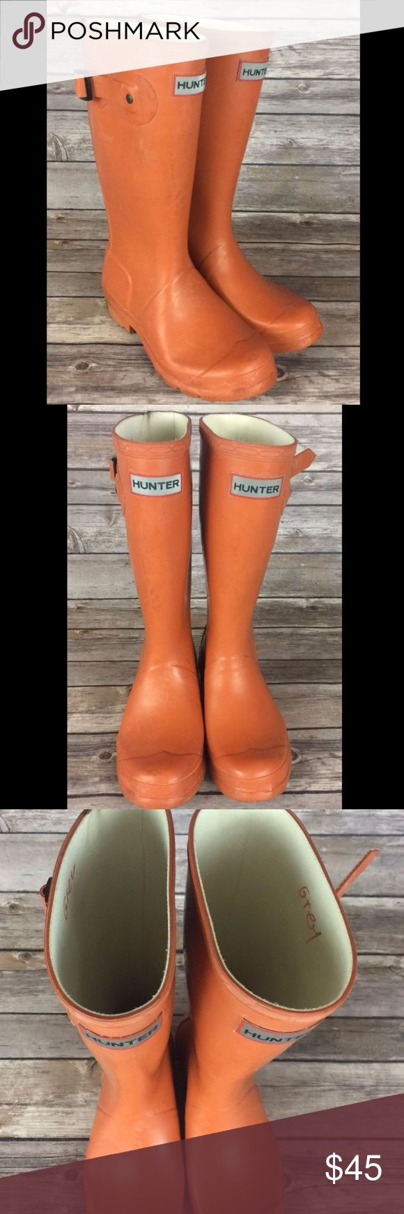 """Hunter Boots Wellington Rain Orange Girls Size 3 Hunter Original Rubber Wellington Boots Orange w/ Reflective Backs Boy's Size 2 / Girl's Size 3 (US)  Well used/worn - some scuffs / marks inside and out - please see photos.  """"Grey"""" written in marker/pen inside inner tops of both boots. Quite a bit of bloom - I have worked on them w/ olive oil but as you can tell by the photos these are more of a play boot than a dress up boot! Style #W23500 Hunter Shoes Rain & Snow Boots"""